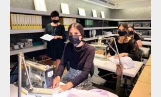 Leerlingen volgen vijf dagen per week les in … kledingwinkel