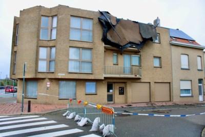 """Storm Odette blaast dakbedekking los in Wenduine: """"We kunnen enkel hopen dat het niet gaat binnen regenen"""""""