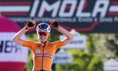 Dubbelslag Anna van der Breggen: Nederlandse wint nu ook de wereldtitel op de weg na indrukwekkende solo