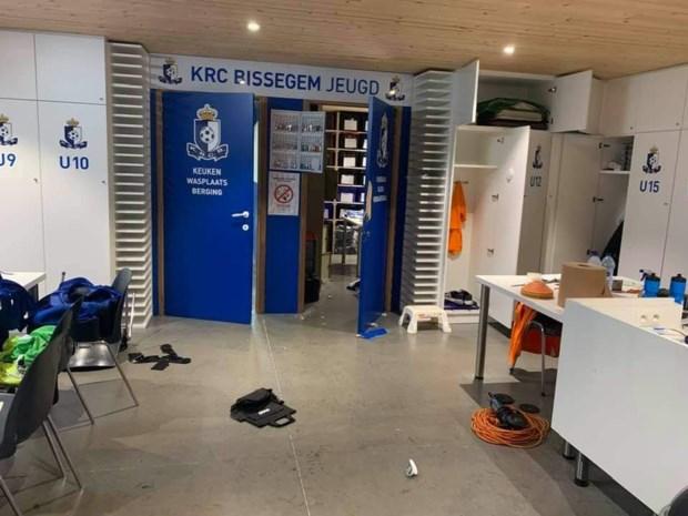 Vandalen vernielen voetballokalen van KRC Bissegem