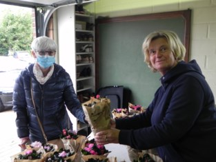 """Mieke verkoopt al 25 jaar plantjes ten voordele van Kom op tegen Kanker: """"Veel liever van deur tot deur dan vanuit mijn garage"""""""