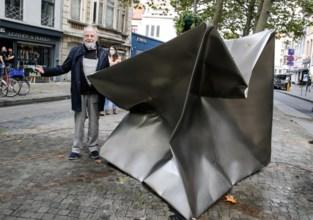 Duitse kunstenaar laat kubus imploderen op Falconplein