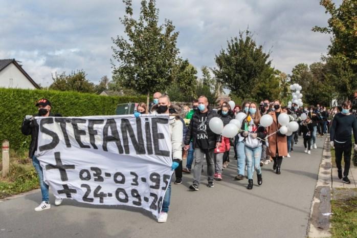 """Stille mars voor verongelukte Stefanie (25): """"Ze had een hart van goud"""""""