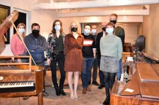 """15 studenten begonnen aan eerste officiële opleiding tot pianostemmer: """"Van halve dag naar uur werk"""""""