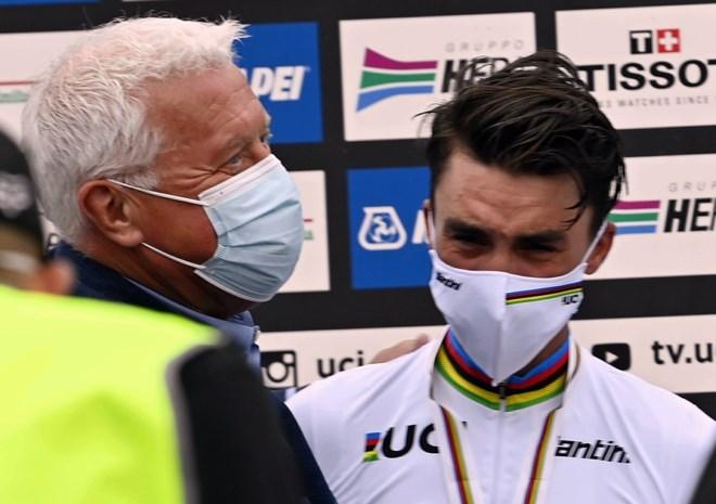 """Patrick Lefevere apetrots op wereldkampioen Alaphilippe: """"Julian kon niet stoppen met wenen"""""""
