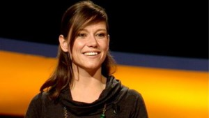 """Onze 'Slimste Mens'-winnares Annelies Rutten geeft tips aan haar hoofdredacteur: """"Blijf van de wijn in de backstage"""""""