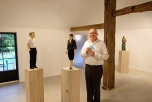 Sculpturen in Bremdonckhoeve van 'anonieme mensen'