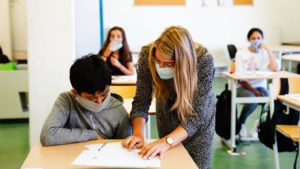 """CD&V wil af van de mondmaskerplicht in de klas, experts in het verweer: """"Dan ben je de verspreiding van het virus aan het organiseren"""""""