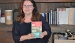 """Twee jaar geleden had schrijfster Hilde (53) het in het manuscript van haar nieuwste boek al over 'grote virale infectiegolf': """"Toen ik het begin maart herlas, ging er een rilling door me heen"""""""