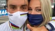 Marion Rousse ziet haar vriend Julian Alaphilippe vanuit de commentaarcabine wereldkampioen worden