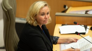 Liesbeth Homans moet getest worden op corona, Filip Dewinter zal openingszitting Vlaams Parlement leiden