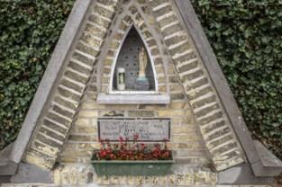 """Dief plaatst Mariabeeldje terug in kapel, met briefje van 20 euro """"voor een nieuw ruitje"""""""