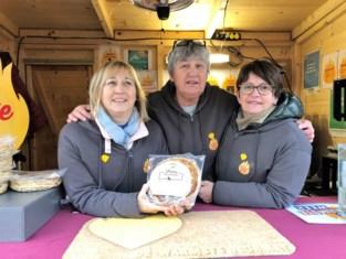 De drie mama's organiseren pannenkoekenverkoop voor Centrum ter Preventie van Zelfdoding