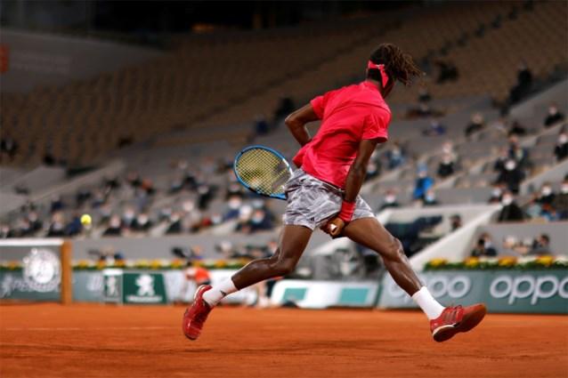 Djokovic swingt met veel dropshots door eerste ronde Roland Garros, maar krijgt wel magnifiek punt tegen