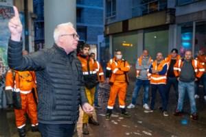 """Dokwerkers tekenen present op gemeenteraad: """"Handen af van de wet-Major"""""""