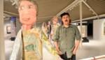 """Kunstenaar borduurt levensgrote poppen: """"Middelvinger naar hedendaagse kunst"""""""