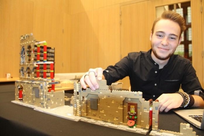 """Legomaster bouwt iconisch gebouw na in museum: """"Als ik iets kan doen om mijn stad op de kaart de zetten, doe ik dat met plezier"""""""