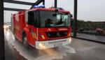 Meerdere ongevallen door oliespoor van 25 kilometer op Rijksweg<BR />