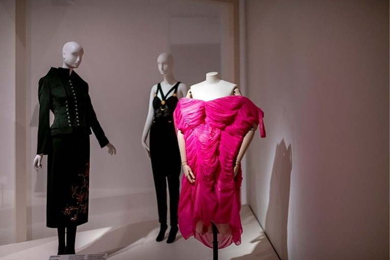 Modemuseum Hasselt grasduint in eigen collectie voor nieuwe expo