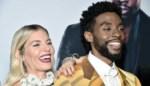 """Plots overleden acteur Chadwick Boseman gaf deel van salaris aan collega Sienna Miller: """"Verbazingwekkend"""""""