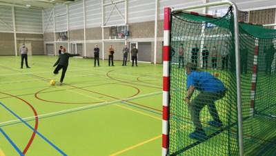 Zaalvoetbal- en basketbalclubs palmen sporthal na schooluren in