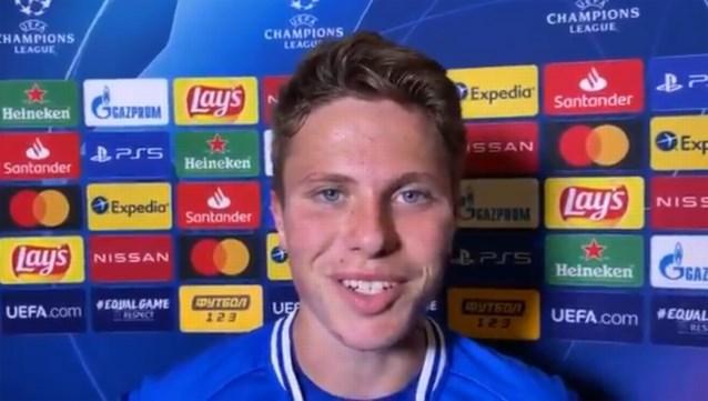 Na invalbeurt in Kiev, nu contractverlenging voor jonge AA Gent-speler: ondanks verlies stapte hij met een brede glimlach van het veld