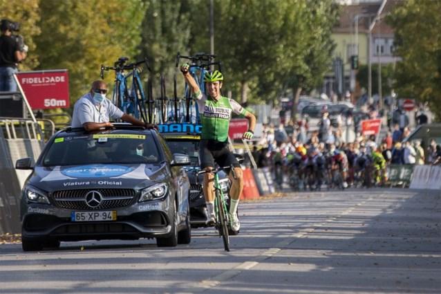 Twintigjarige Spanjaard Oier Lazkano weerstaat aan peloton en wint derde etappe in Ronde van Portugal