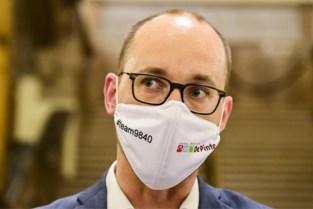 Familieman, doctor en stand-upcomedian: wie is de nieuwe minister van twee meter uit De Pinte?