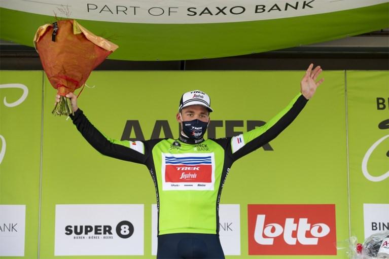 Natte omstandigheden en dus wint Mads Pedersen sprint in BinckBank Tour voor Jasper Philipsen en Pascal Ackermann