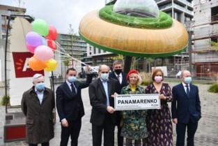 """Weduwe richt zich bij opening van Panamarenkoplein tot Jambon: """"Hoe kunnen kunstenaars nog brood op de plank brengen als er geen planken zijn?"""""""