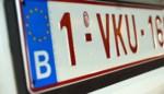 Bestuurder die nummerplaat op 'artisanale wijze' vervalst, valt door de mand: rijbewijs kwijt