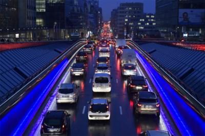 Brussel test vanaf volgend jaar tolrijden en dat gaat pendelaars flink wat kosten, parkeren niet inbegrepen