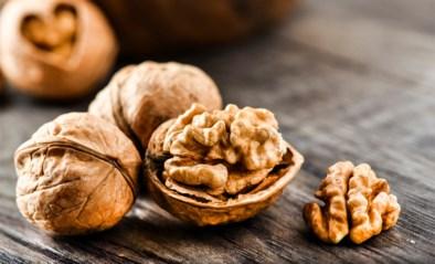 Herfst is… samen walnoten rapen. Maar moet je ze wassen voor je ze opeet?