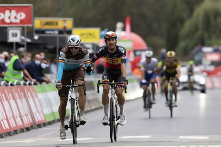 """Oliver Naesen fietst met """"dik ei onder knie"""""""
