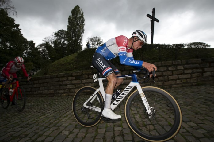 "Van der Poel rijdt na Merckxiaanse solo van 50 km zondag los in Luik-Bastenaken-Luik: ""Gelukkig keek ik geen enkele keer om"""