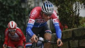 Met deze straffe versnelling reed Mathieu van der Poel er iedereen af op de Muur