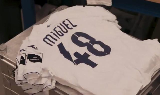 Anderlecht-spelers spelen in Brugge met 'Miguel' op shirt
