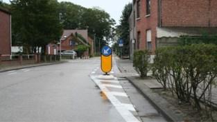 Fietsers krijgen rugdekking van rubberen paaltje bij verlaten gescheiden fietspad