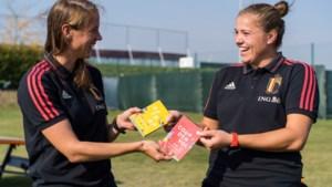 """Voetbalbond lanceert eigen woordenboekje om kinderen Nederlands te leren: """"Spelenderwijs integreren"""""""