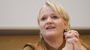 """Nathalie Muylle (CD&V) besefte pas vlak voor speech dat ze geen minister mocht blijven: """"Dat waren de moeilijkste tien minuten uit mijn leven"""""""
