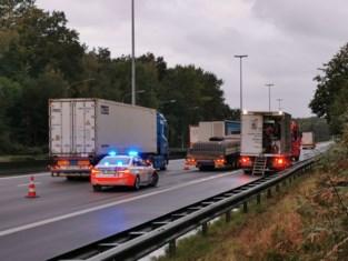Truck valt in panne op E17
