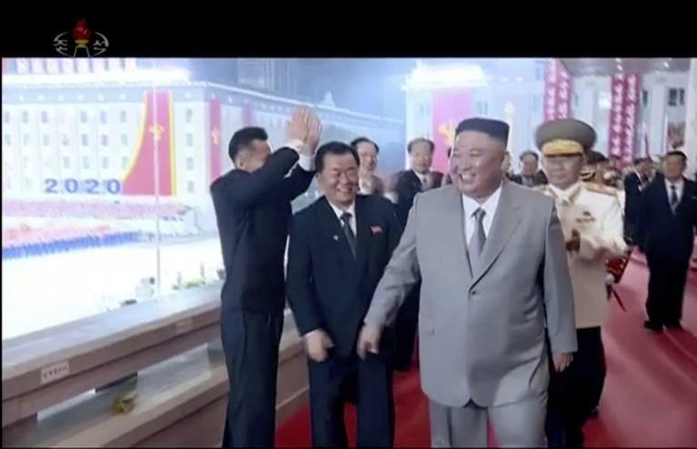 Noord-Korea onthult grote intercontinentale raket tijdens parade, Kim Jong-un verklaart dat er 0 coronabesmettingen zijn in zijn land