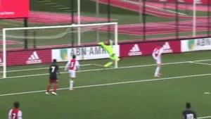Zo vader, zo zoon: Shaqueel van Persie scoort met geweldige omhaal tegen Ajax