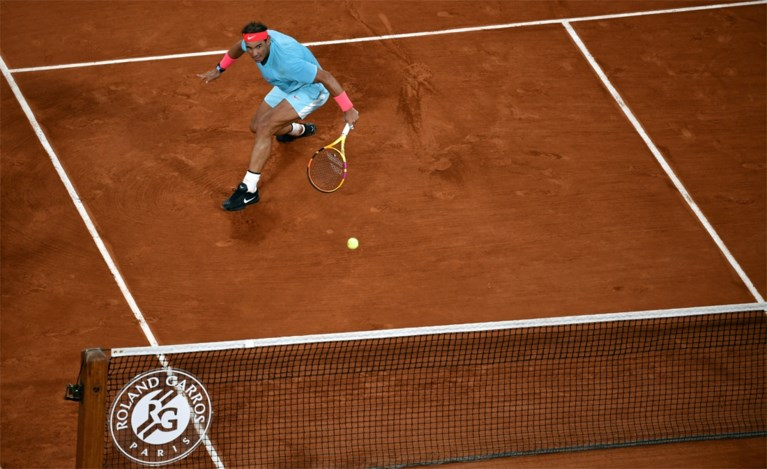 Nadal walst met superieur tennis over Djokovic in finale van Roland Garros: Spanjaard evenaart record Federer