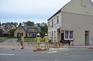 """Auto vernielt voormalig café De Brabander: """"Mijn friteuse vloog naar andere kant van woning"""""""