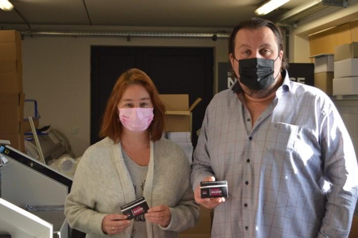 Reclamemakers Thomas (40) en Dominique (45) veroveren België met 'mondmaskerhoesjes'