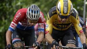 """Hun ploegleiders blussen brandje tussen Van der Poel en Van Aert: """"Maak er geen rivaliteit van zoals Merckx en Van Looy"""""""