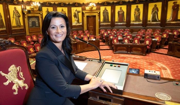 """D'Hose start met valse noot als voorzitter Senaat: """"Postjespakkerij van ergste graad"""""""