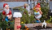 Schunnige tuinkabouters krijgen bh's en mutsen