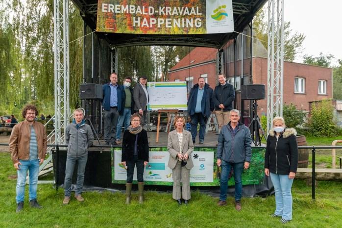 700 wandelaars zakken af naar Kravaalbos